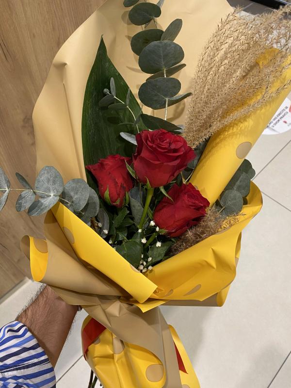 Madame Cvećara | Ruže u papiru sa tufnama