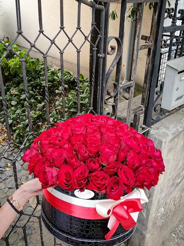 Flower box - 101 ruža