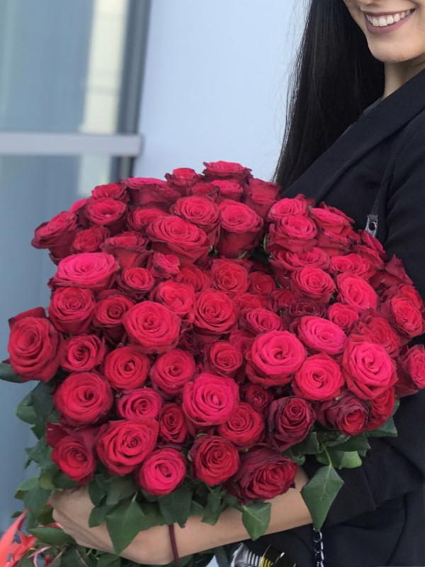 101 ruža u buketu