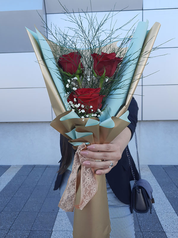 Madame Cvećara | Crvene ruže u buketu