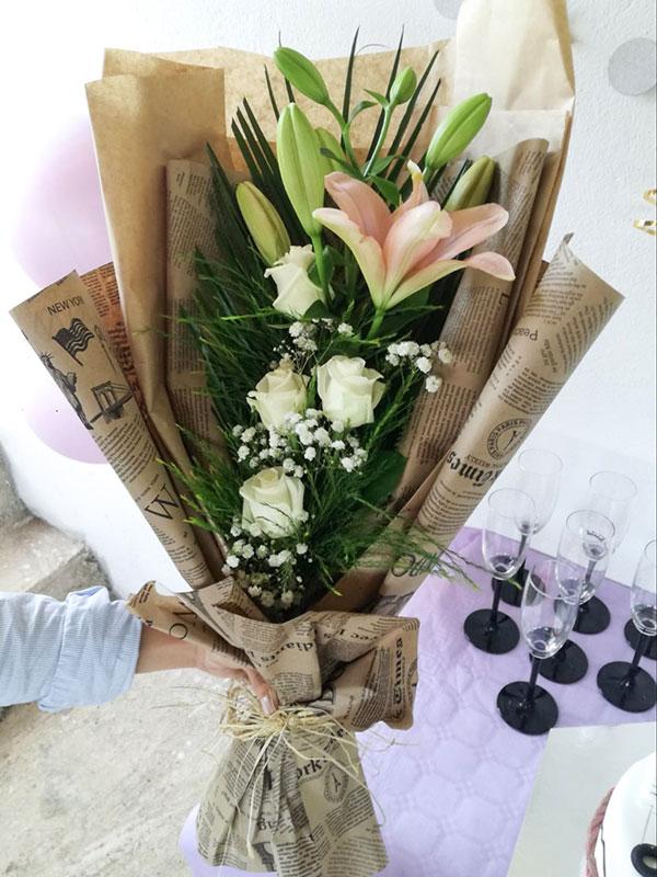 Buket ruža i ljiljana