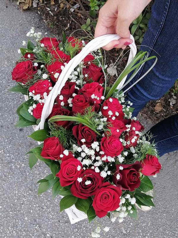 Ruže u korpi