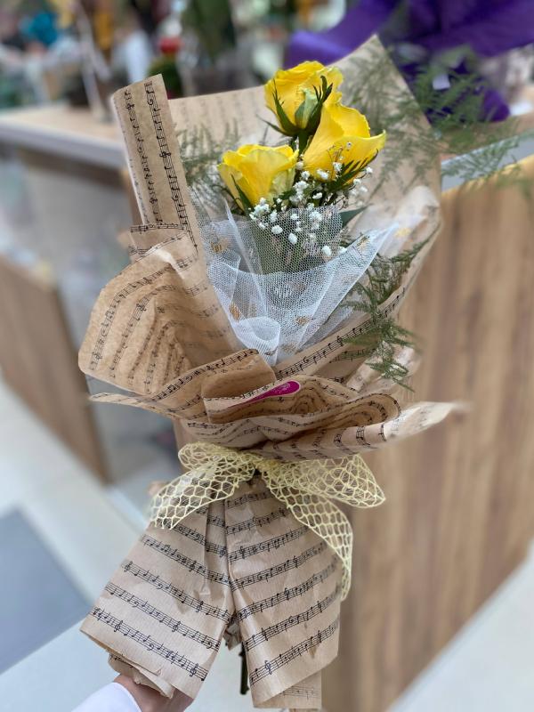 Madame Cvećara | 3 žute ruže u buketu