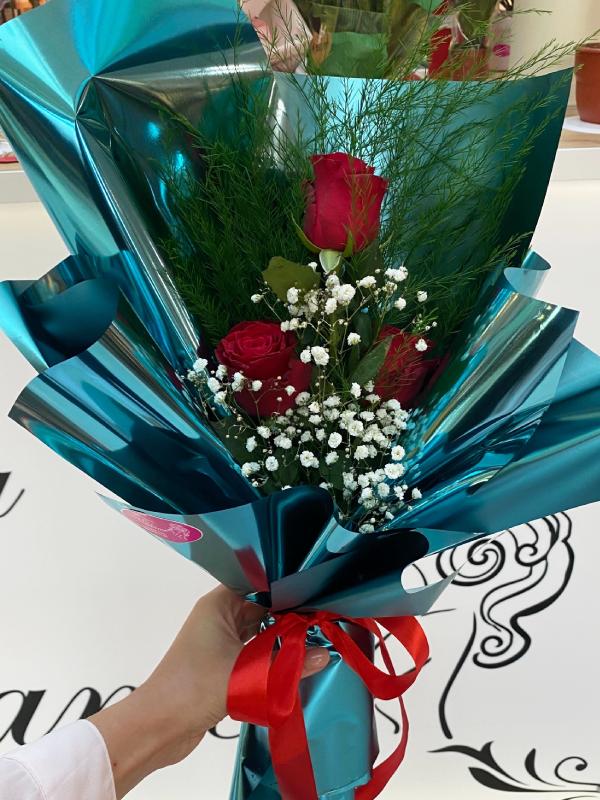 Madame Cvećara | Ruže u plavom papiru